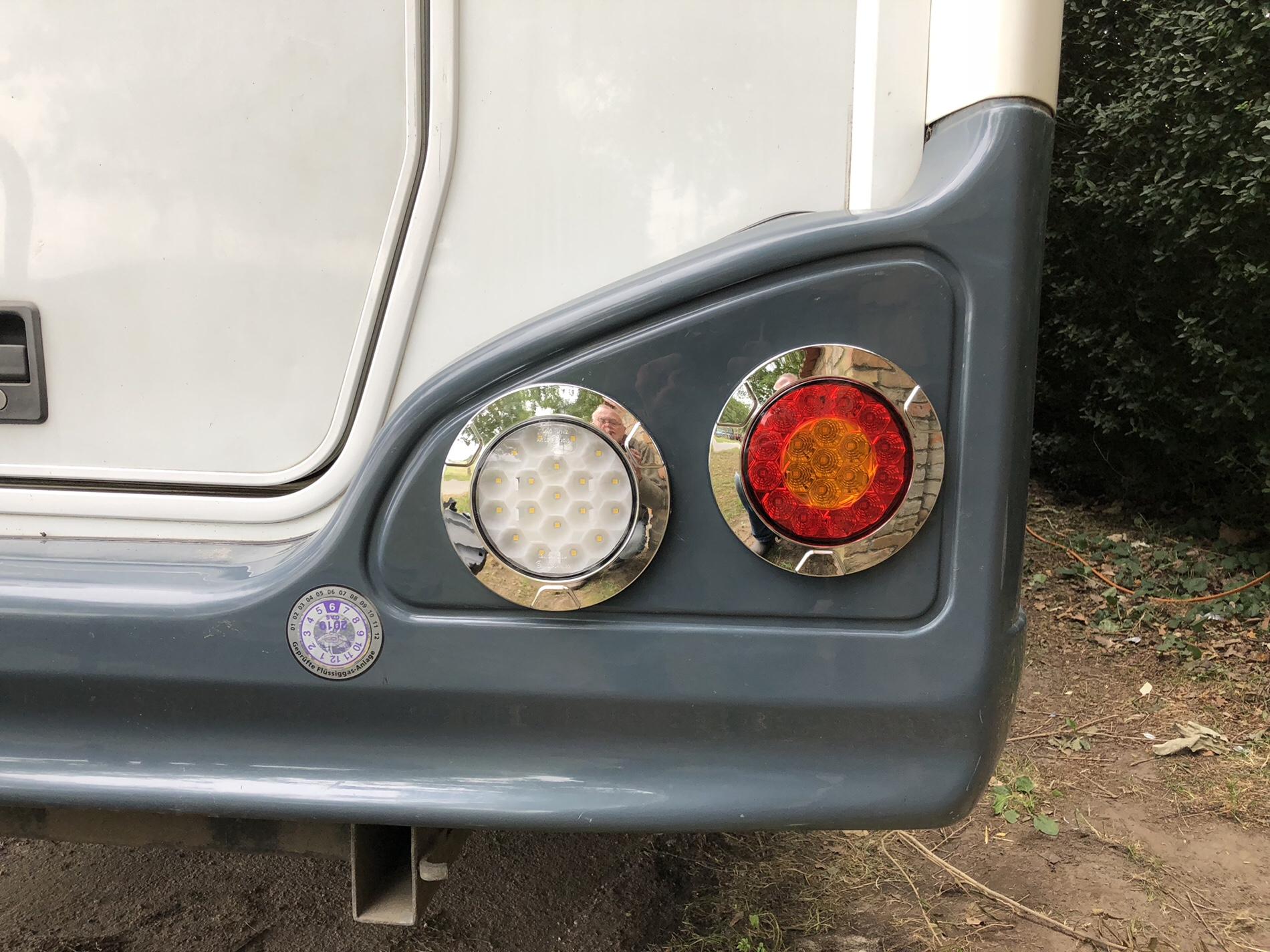 Hier Die Rechte Seite Mit Ruckfahrscheinwerfer Separat Und Der 3 Wegeleuchte Blinker Rucklicht Und Bremslicht